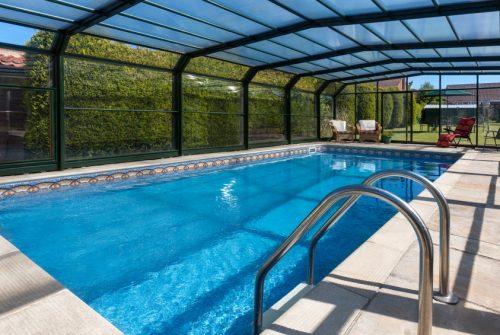 Quels sont les différents systèmes d'ouverture pour son abri de piscine