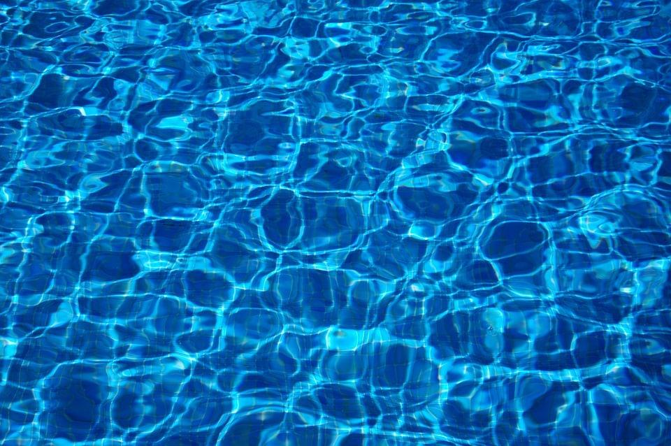 Conseils pour économiser l'eau dans les piscines et les spas