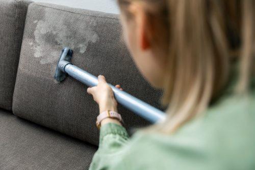 Comment nettoyer un canapé à sec?