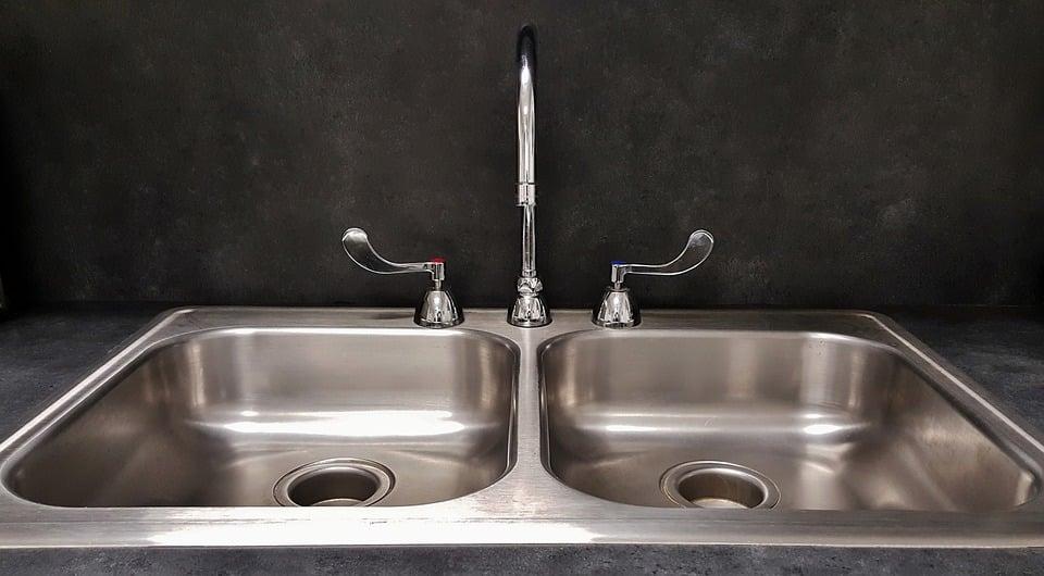 Comment remplacer le siphon de vidange d'un évier ?
