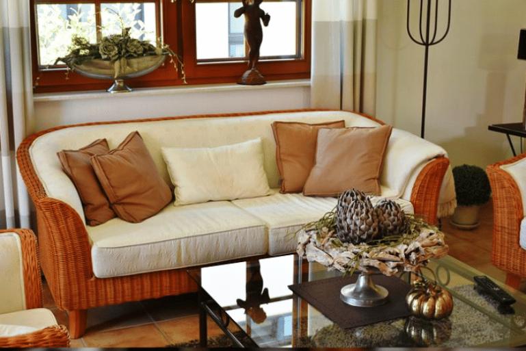 8 options fantastiques pour quoi mettre devant votre canapé