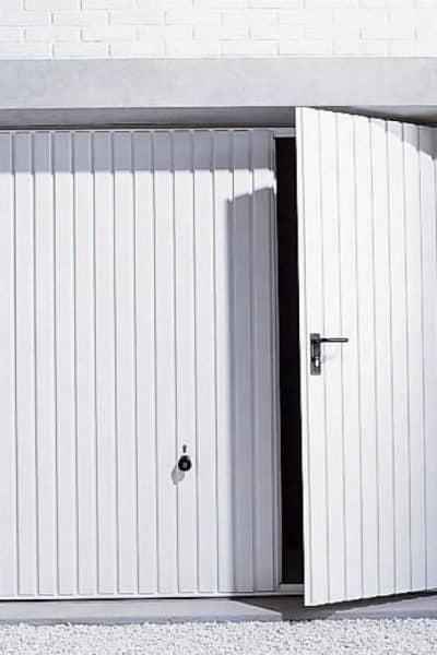 Porte-garage basculante avec portillon : comment choisir